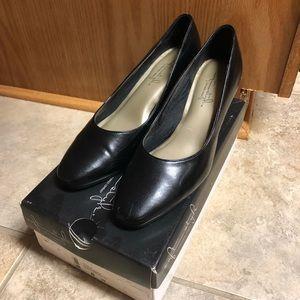Hush Puppies Soft Styled Black Heels Size 8 (8.5)